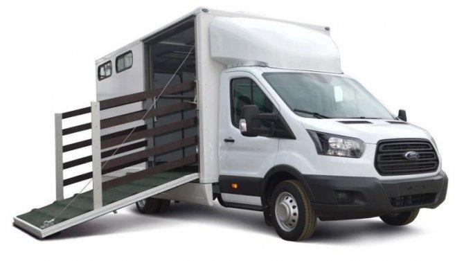 Ford Transit стал коневозом