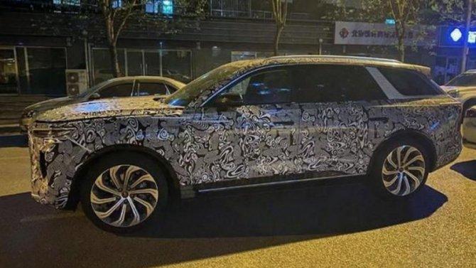 Роскошный электромобиль Hongqi E115 лишился камуфляжа