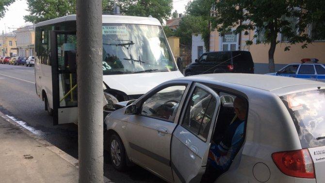 В ДТП с маршруткой в Саратове пострадали человек (3)