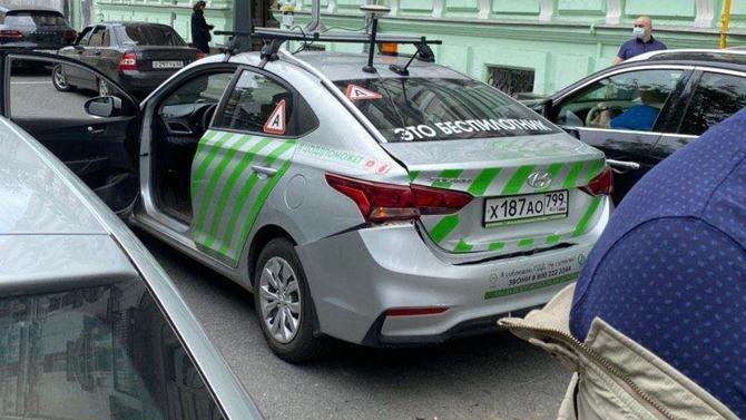 ВМоскве произошло ДТП сбеспилотником: против водителя стелефоном алгоритмы непомогли