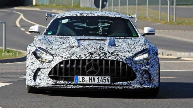 Новый Mercedes-AMGGT Black Series покажут виюле