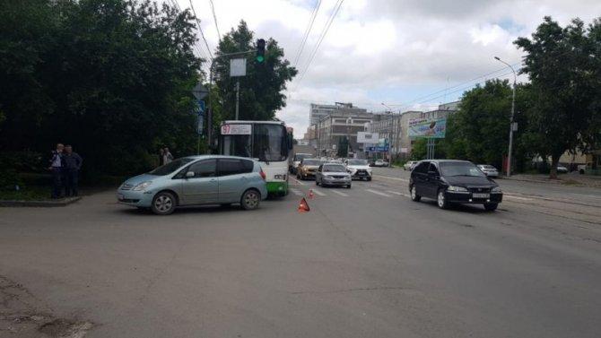 Трое детей пострадали в ДТП с автобусом в Новосибирске