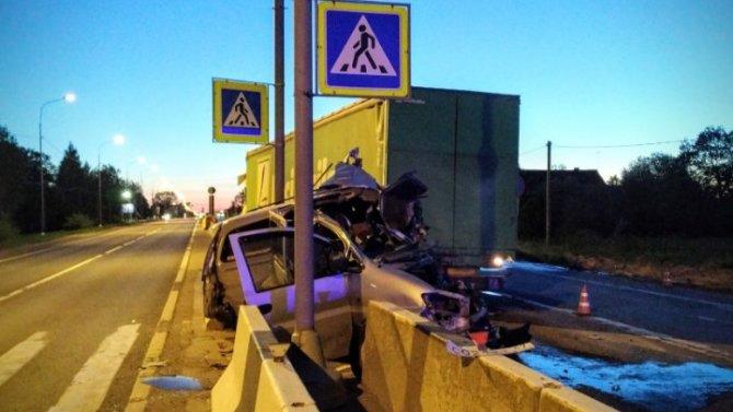 В Ленобласти в ночном ДТП погиб человек