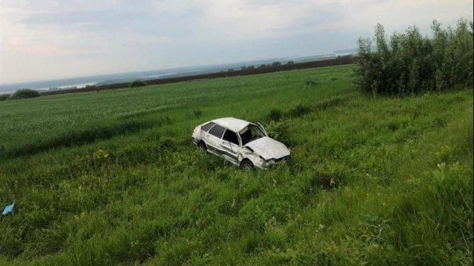 Два человека погибли при опрокидывании автомобиля в Самарской области