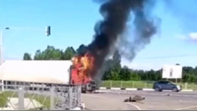 Водитель фуры сгорел после ДТП в Кемеровской области