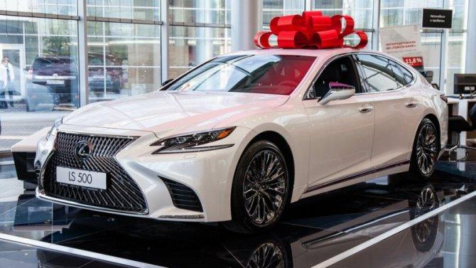 ВРоссии возобновили работу дилеры Lexus