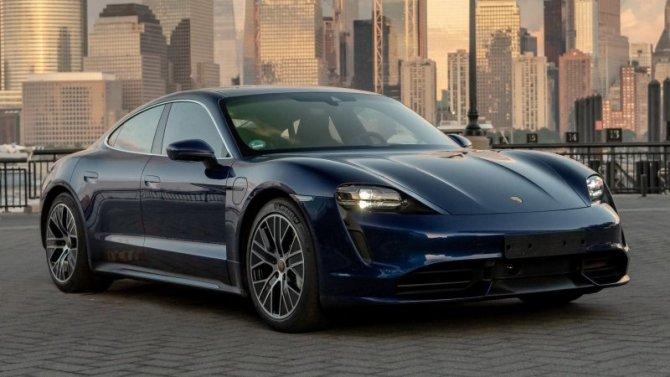 Porsche Taycan получил упрощённую модификацию
