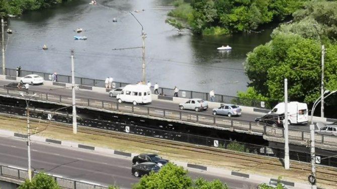 В Курске велосипедист упал с моста и погиб
