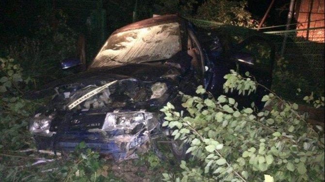 На Кубани ВАЗ врезался в забор – погиб водитель