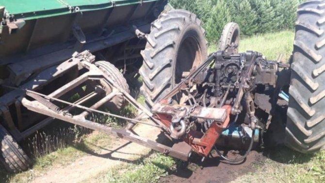 Два человека погибли в ДТП с трактором в Башкирии