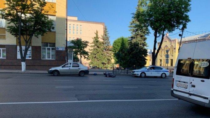 Мотоциклист попал в ДТП в центре Курска