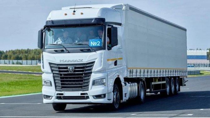 Продолжают снижаться продажи новых грузовиков
