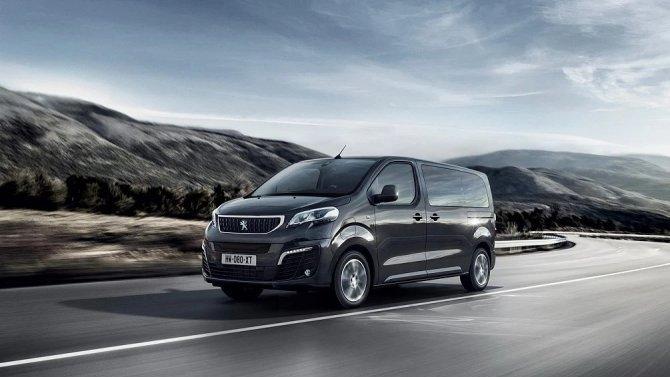 Представлен электрический фургон Peugeot e-Traveller
