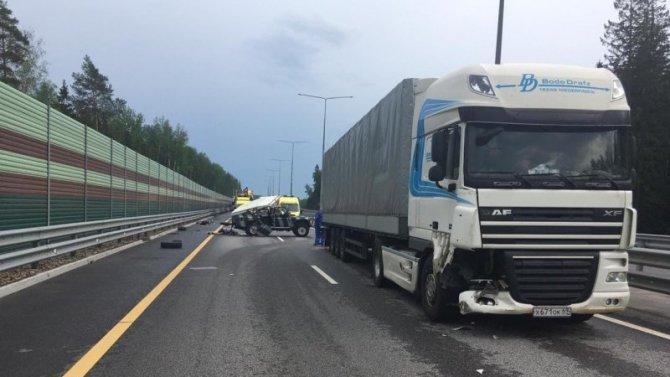 В ДТП с грузовиком в Тверской области погиб человек