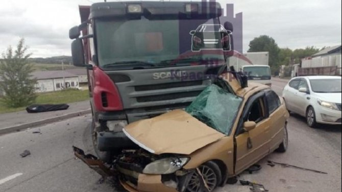 В ДТП с грузовиком в Красноярске погиб водитель