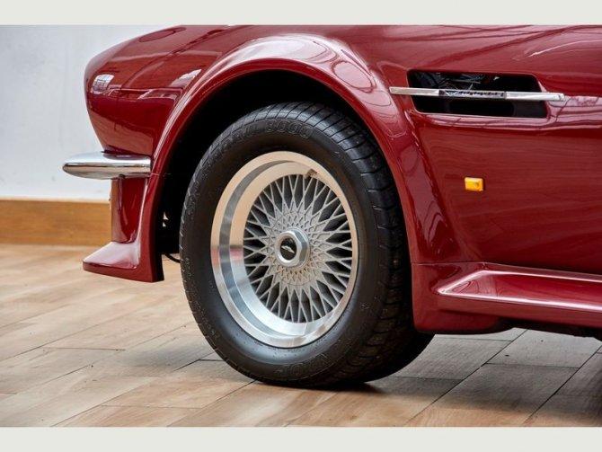 Кабриолет Aston Martin AMV8 Volant 1988 года выпуска, который принадлежал Дэвиду Бэкхэму 4