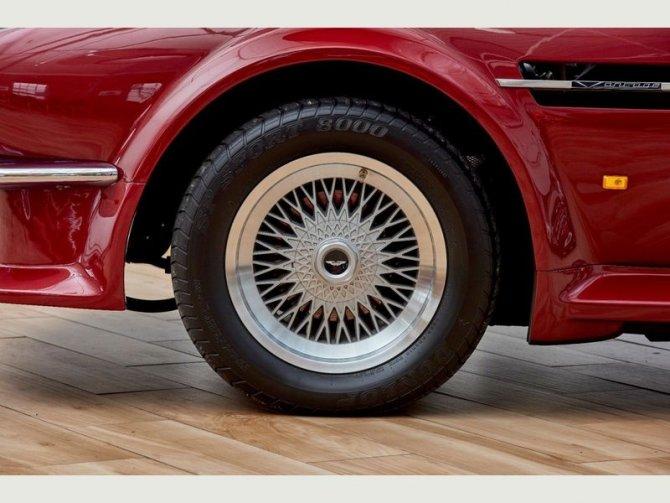 Кабриолет Aston Martin AMV8 Volant 1988 года выпуска, который принадлежал Дэвиду Бэкхэму 8