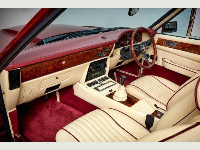 Кабриолет Aston Martin AMV8 Volant 1988 года выпуска, который принадлежал Дэвиду Бэкхэму 9