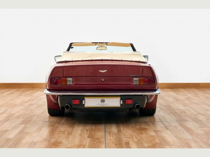 Кабриолет Aston Martin AMV8 Volant 1988 года выпуска, который принадлежал Дэвиду Бэкхэму 6