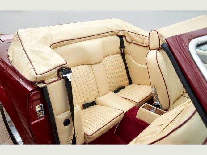 Кабриолет Aston Martin AMV8 Volant 1988 года выпуска, который принадлежал Дэвиду Бэкхэму 12
