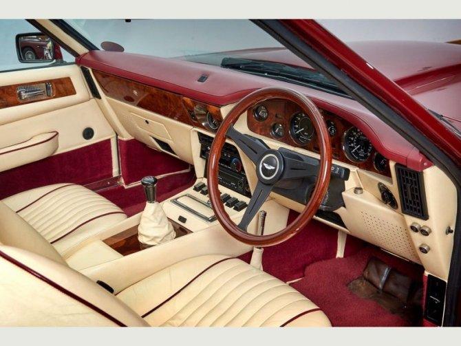 Кабриолет Aston Martin AMV8 Volant 1988 года выпуска, который принадлежал Дэвиду Бэкхэму 13