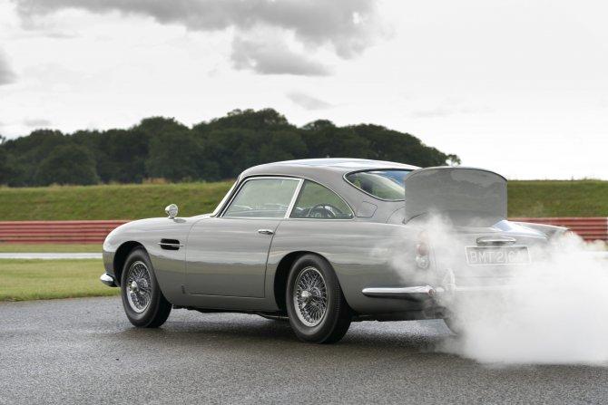 Aston Martin DB5 Goldfinger - автомобиль Джеймса Бонда 7
