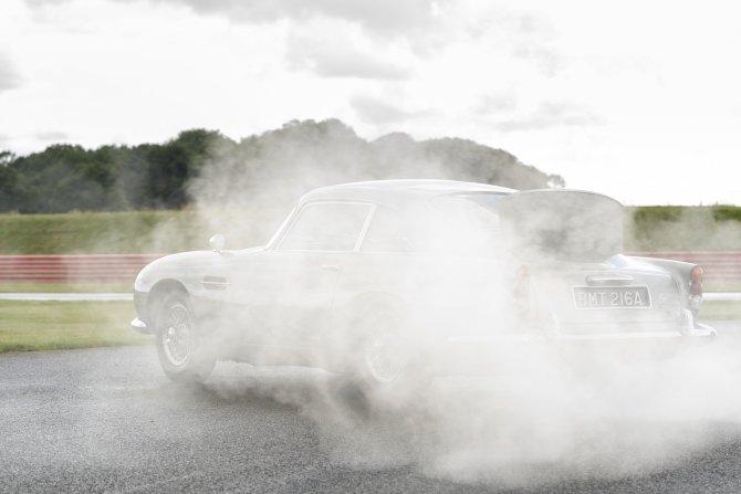 Aston Martin DB5 Goldfinger - автомобиль Джеймса Бонда 11