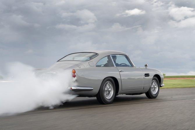 Aston Martin DB5 Goldfinger - автомобиль Джеймса Бонда 12
