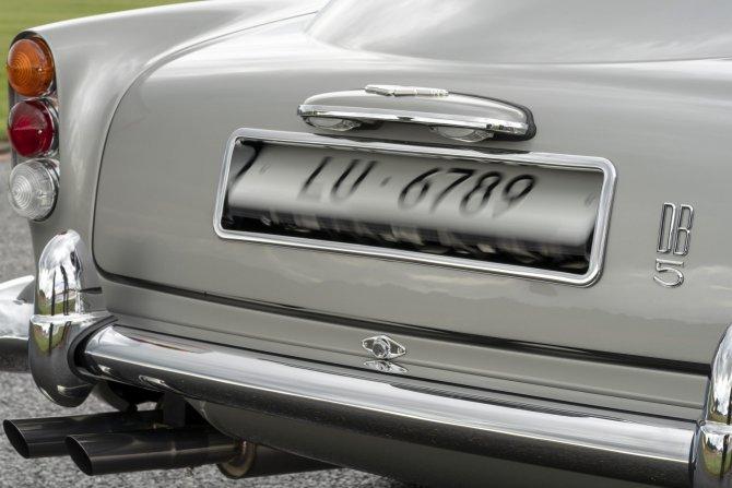 Aston Martin DB5 Goldfinger - автомобиль Джеймса Бонда 17