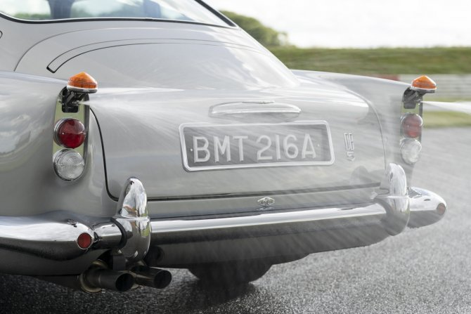 Aston Martin DB5 Goldfinger - автомобиль Джеймса Бонда 24