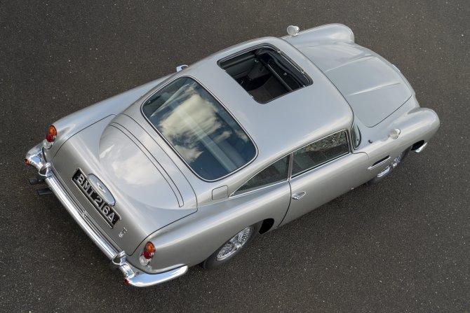 Aston Martin DB5 Goldfinger - автомобиль Джеймса Бонда 28