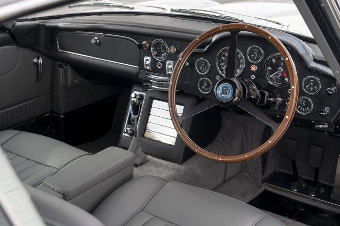 Aston Martin DB5 Goldfinger - автомобиль Джеймса Бонда 1