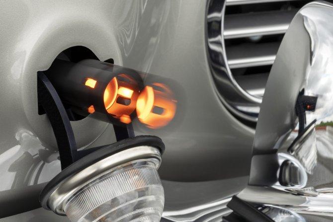 Aston Martin DB5 Goldfinger - автомобиль Джеймса Бонда 37