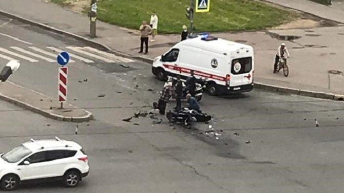 Мотоциклист погиб в ДТП в Петербурге
