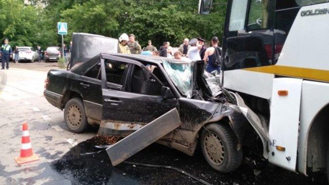ВПодмосковье после столкновения савтобусом погиб водитель легкового «Мерседеса»