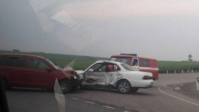 Под Иркутском произошло ДТП, вкотором пострадало сразу 10 человек— все ехали вэтих двух легковушках