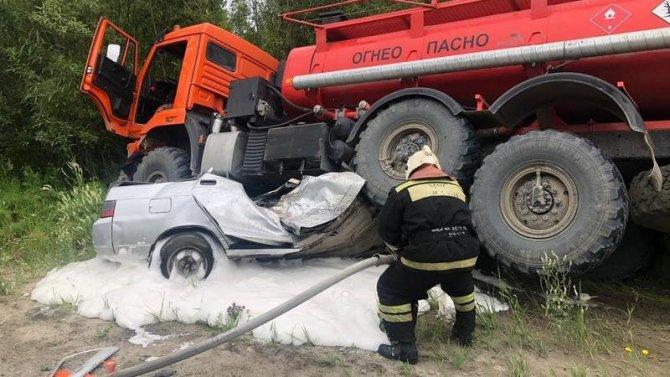 Три человека погибли в ДТП с бензовозом в ХМАО