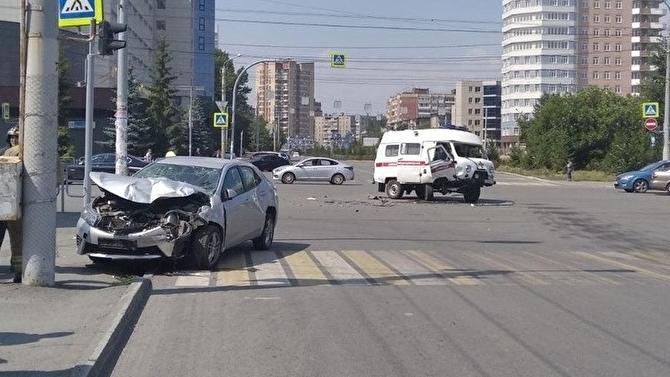 ВЧелябинске «Скорая помощь» сбеременной женщиной перевернулась после ДТП наперекрёстке, видео попало в Сеть