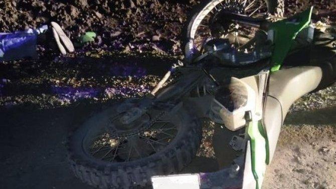 Под Магаданом мотоциклист без прав врезался вгрузовик ипогиб