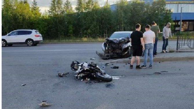 В Салехарде в ДТП погиб мотоциклист