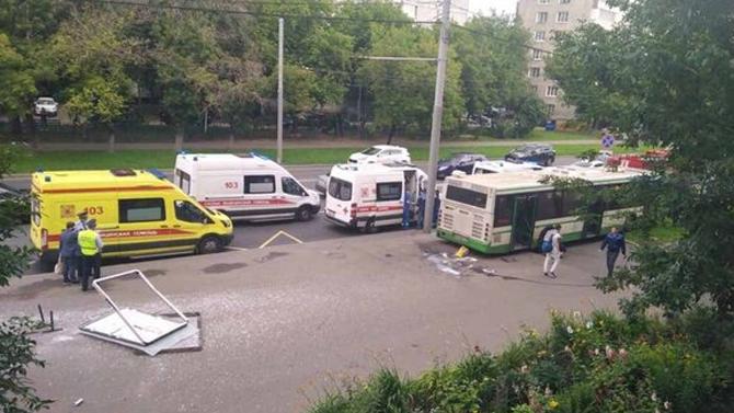 Смертельное ДТП вМоскве: автобус въехал востановку— водитель несправилась суправлением