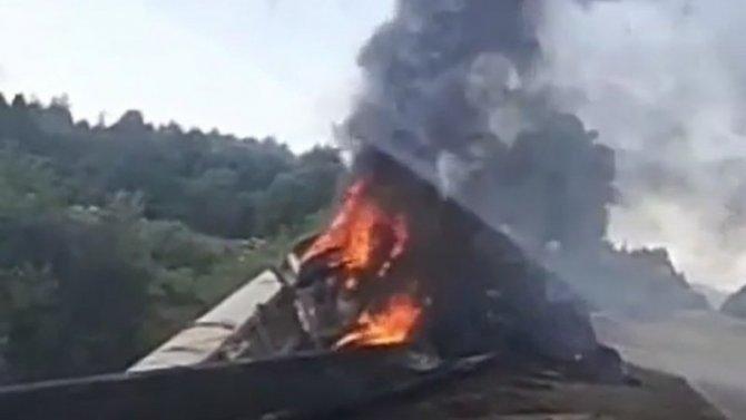 НаСахалине грузовик сгорел, упав вкювет— нетрезвый водитель сумел спастись