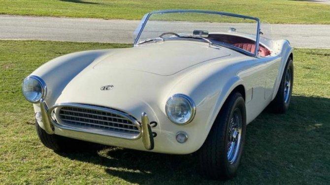 РодстерAC Cobra возродился истал электромобилем