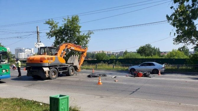 В ДТП в Екатеринбурге погиб мотоциклист