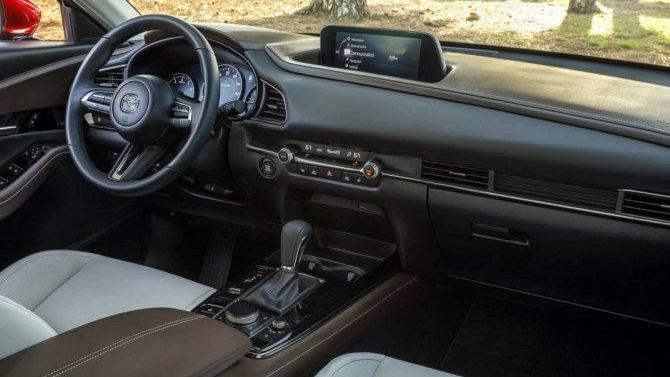 Mazda CX-30 получит Android Auto иApple CarPlay, нобез управления стачскрина