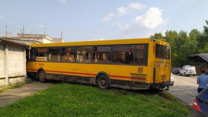 Пьяный водитель врезавшегося в забор автобуса в Ижевске оказывается этот автобус угнал