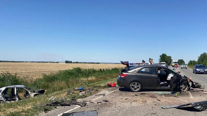 Под Ростовом водитель иномарки устроил ДТП, выехав на встречку для обгона - 5 погибших
