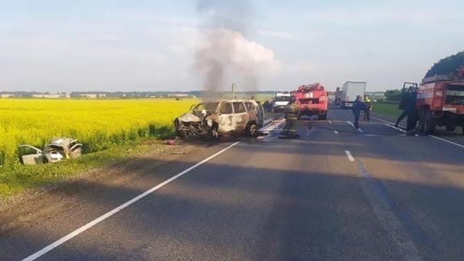Под Барнаулом столкнулись Land Cruiser Prado и Datsun on-DO - водитель седана погиб, а внедорожник сгорел