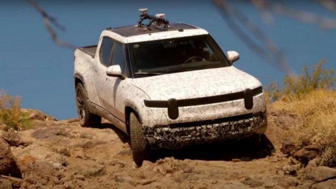 Электропикап Rivian R1T испытали в пустыне