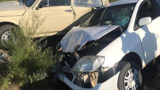 ВУлан-Удэ девушка наToyota Corolla наровном месте врезалась встоящую наобочине «Ниву»